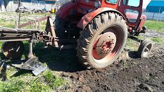 Т-40. Вспашка огорода. Дед и его трактор.