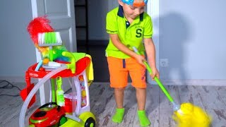 - Тиша помогает МАМЕ BABY helps Mommy Kids Pretend Play with Cleaning Toys