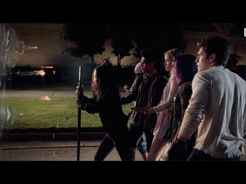Runaways 1x05  The gang uses their powers to save Alex