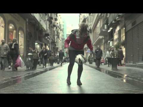 Laura Biondo - Follow Your Dreams - female football freestyle