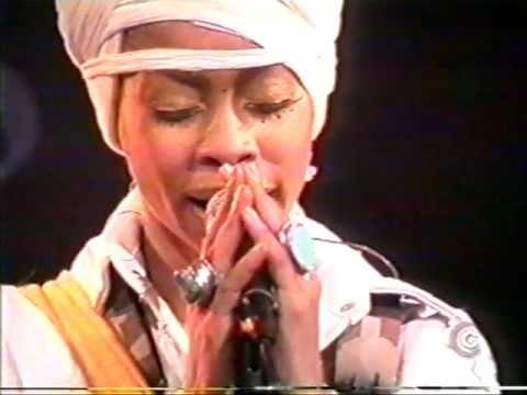 Erykah Badu   & OnCleva Knitting Factory 2000