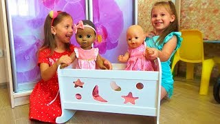КРОВАТКА для кукол Pretend play Рутина маленького блогера КОРМИМ Baby Doll play Девочки как МАМА