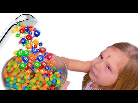 Волшебный душ из конфет | Душ из M&m's | Эмилия и Полина