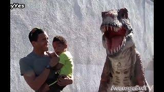 Пранк 2017. Динозавр на улице. Пугают прохожих. Смешной прикол. Парк Юрского периода. Рептилойд.