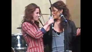 Kristen Stewart and Nikki Reed on Paramore concert 2008