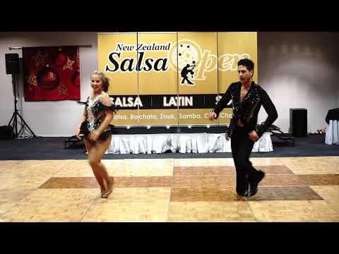 35   Andrada Neagu and Alberto Juarez – Passion of Expression   Salsa Couples – Professional – NZSO