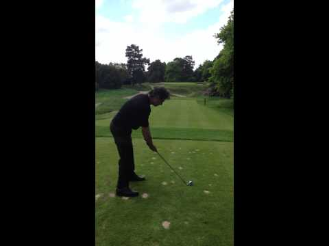 very funny, is this the worst golf swing ever? (Ouch)