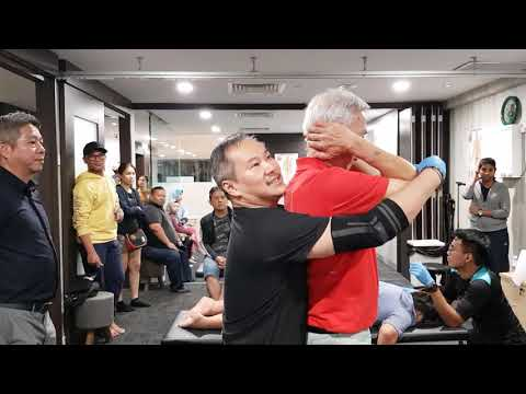 Uncle from Singapore come to Malaysia CLM Mid Valley , treatment done by Master Chris Leong