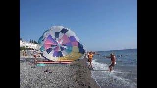Отдых на Черном море в Лоо видео пляжа(Отдых на пляже Лоо развлечения полет на парашюте, на сайте вы можете подобрать подходящий себе отдых в Лоо,..., 2016-01-23T19:12:59.000Z)