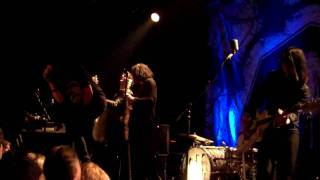 "The Dead Weather - ""I Can't Hear You"" 11-17-2009"