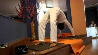 Чакрасана видео-урок йоги