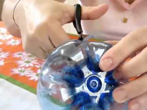 Как сделать из пластмассовой бутылки цветок