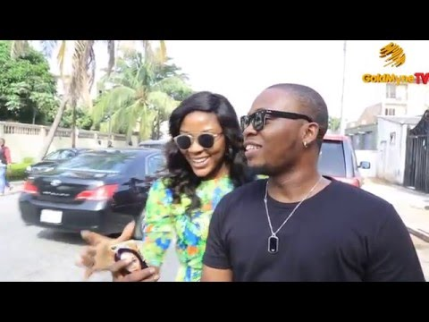 WATCH HOW A MARRIED WOMAN INTERRUPTS OLAMIDE'S LIVE INTERVIEW FOR A SELFIE!