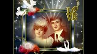 С фарфоровой свадьбой Андрей и Елена
