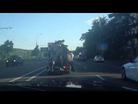 17 человек на жигули в центре Москвы