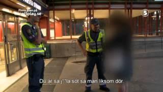 Kvinna raggar på väktare - Tunnelbanan