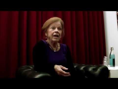 Sonja Barend tijdens Wat Oud debat in de Rode Hoed