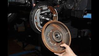 Renault Duster,как заменить задние тормозные колодки.
