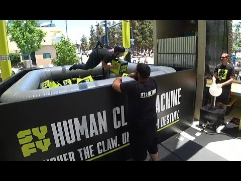 HUMAN CLAW MACHINE with mystery boxes at San Diego Comic Con!