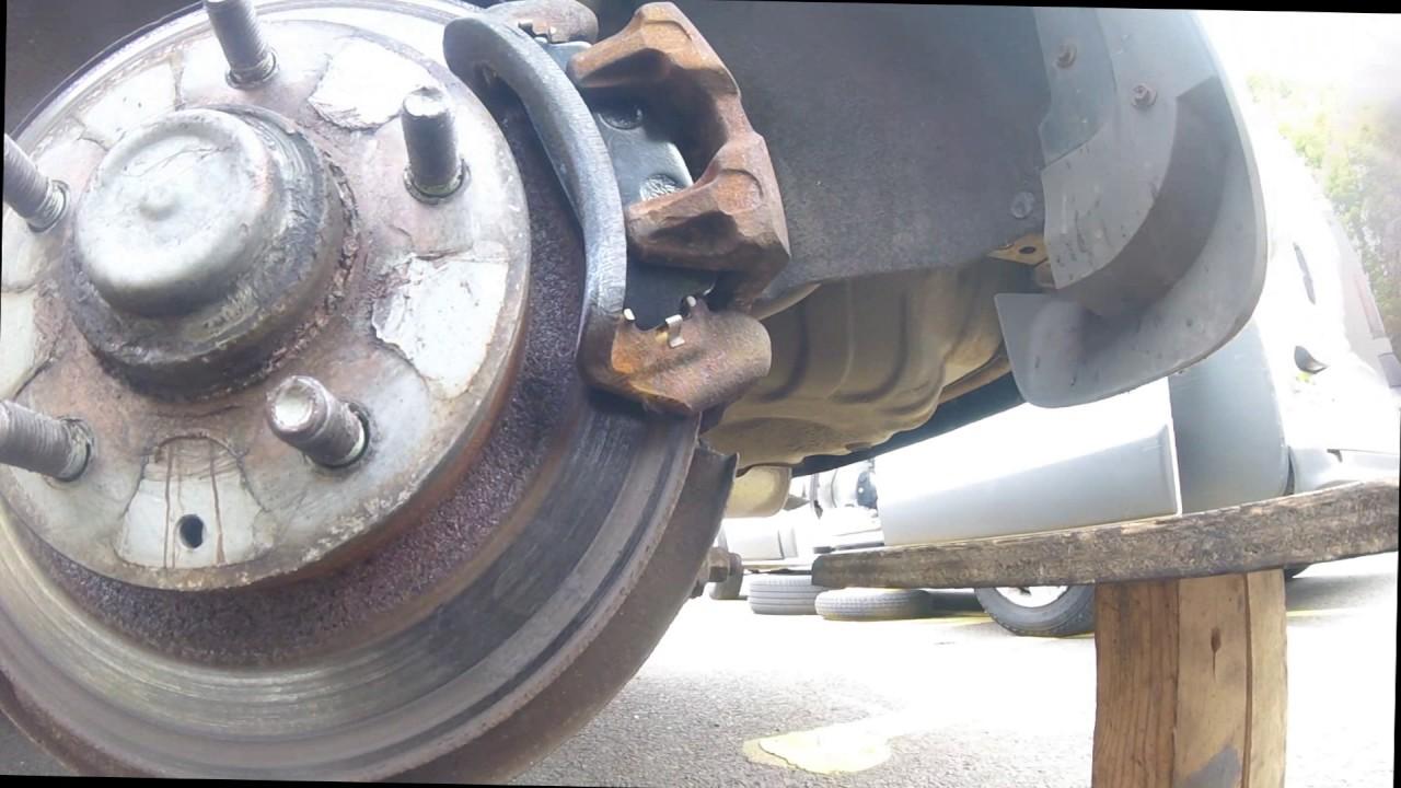 Как поменять задние тормозные колодки Mazda PREMACY  How to change the rear brake pads