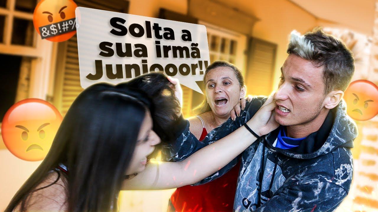 BRIGUEI DE SOCO COM A MINHA IRMÃ NA FRENTE DA MINHA MÃE!!