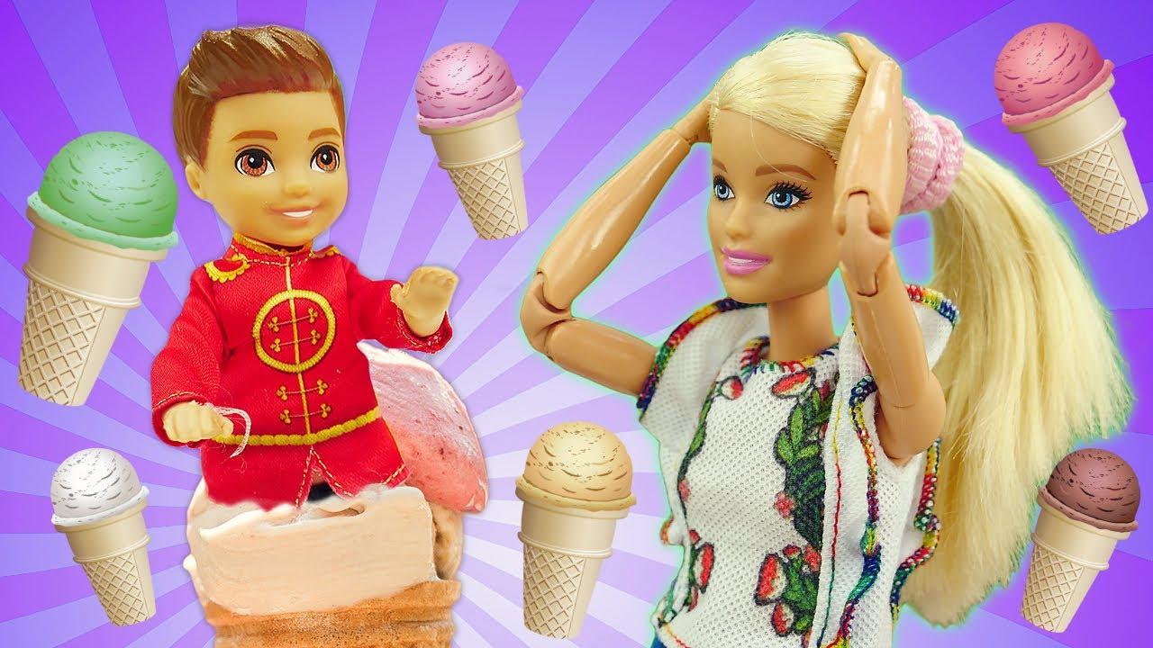 Барби на экскурсии! Фабрика мороженого Плей до. Смешные видео для детей