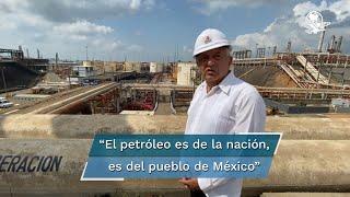 """El presidente López Obrador destacó la labor de Deckar Israel Hernández Soto, trabajador de la refinería -cuya fotografía cerrando una de las válvulas se volvió viral-  quien, pese a que se quemó las manos, evitó """"una desgracia mayor"""""""
