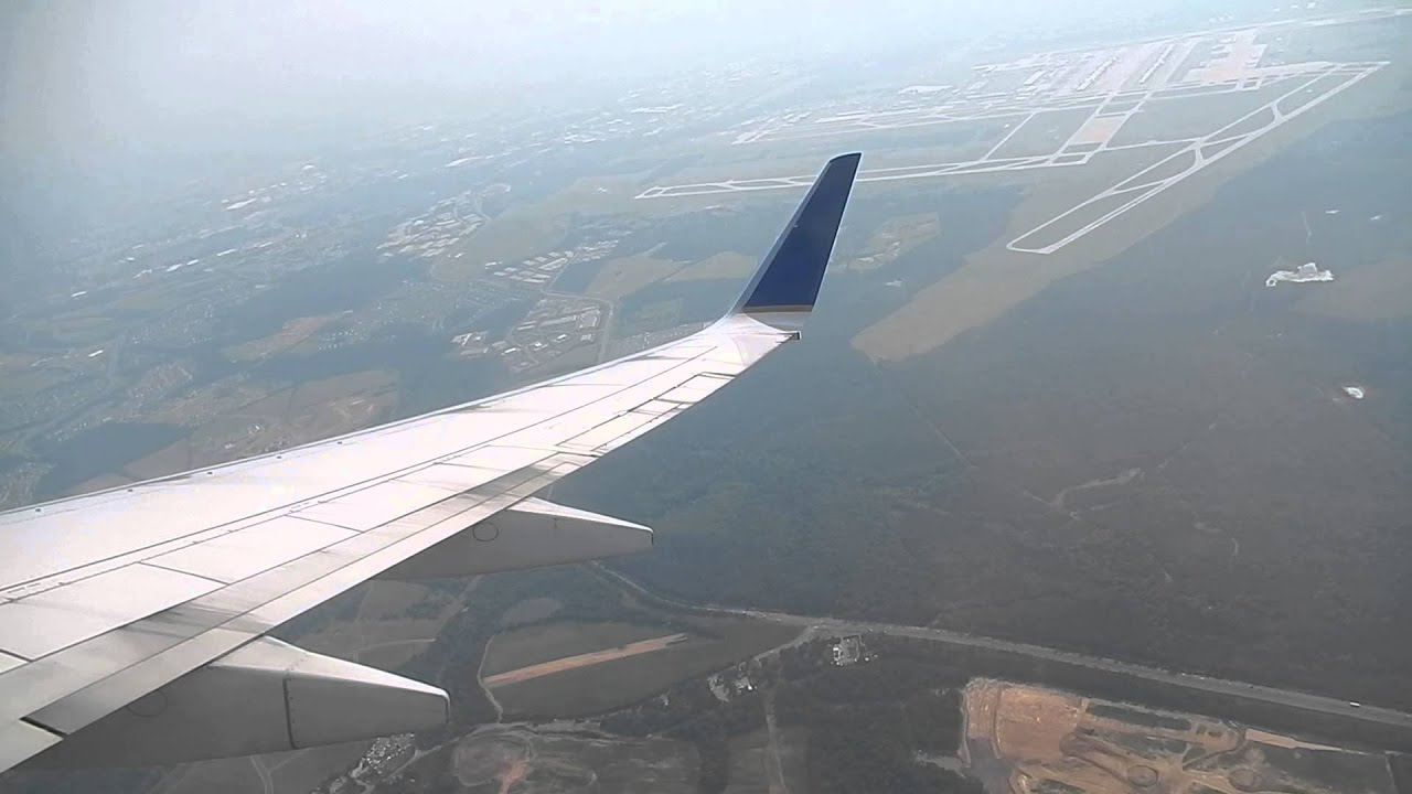 United Airlines Boeing 737 800 Take Off Iad Youtube