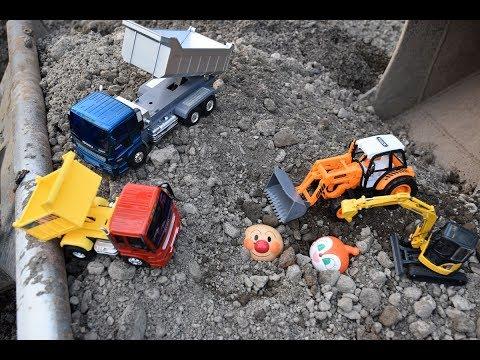 アンパンマンが大変 ショベルカー ユンボ パワーショベル はたらくくるまが助けるよ救急車 幼稚園バス ダンプカー 重機のりもの自動車 おもちゃ アニメ 幼児 子供向け動画Tomica