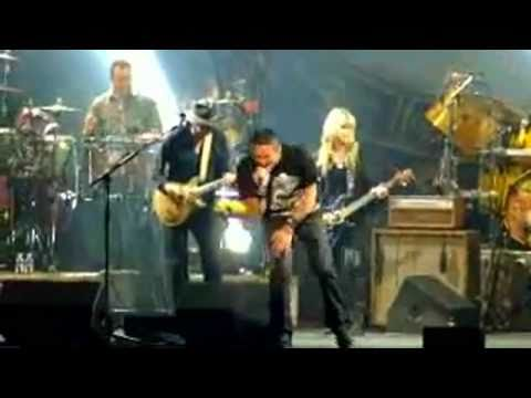 Carlos Santana with Orianthi plays Back in Black (AC/DC cover) 2011 &