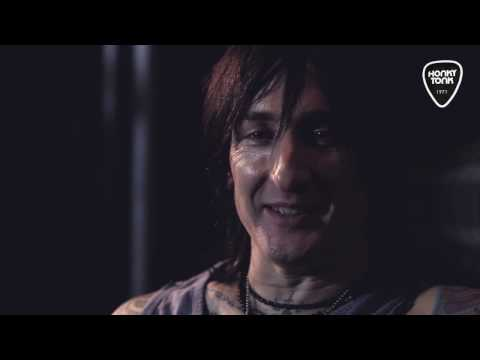 Honky Tonk - Behind the rock. Interviewing Richard Fortus