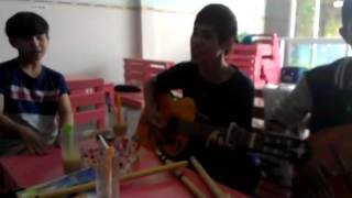 Em Không Quay Về guitar