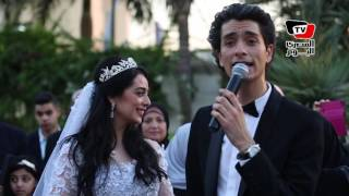 محمد محسن يغني لـ«هبة مجدي» في زفافهم «من زمان جداً»