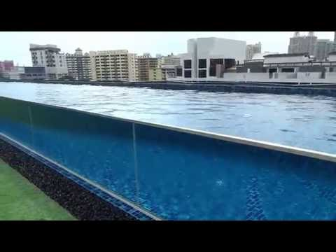 Singapore outdoor pool 2 Holiday Inn Express