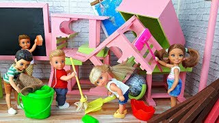 Куклы Барби и генеральная уборка в классе . Школа ! Игры в куклы в школе