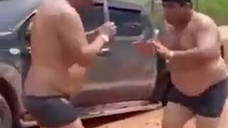 Мужики танцуют ламбаду