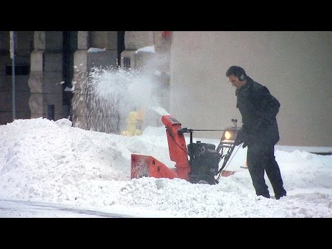 Snow storms stop traffic cold in Eastern Canada