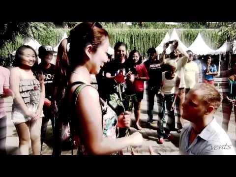 Flash Mob Proposal Bali Indonesia Beachwalk Kuta Shopping Mall (short clip)