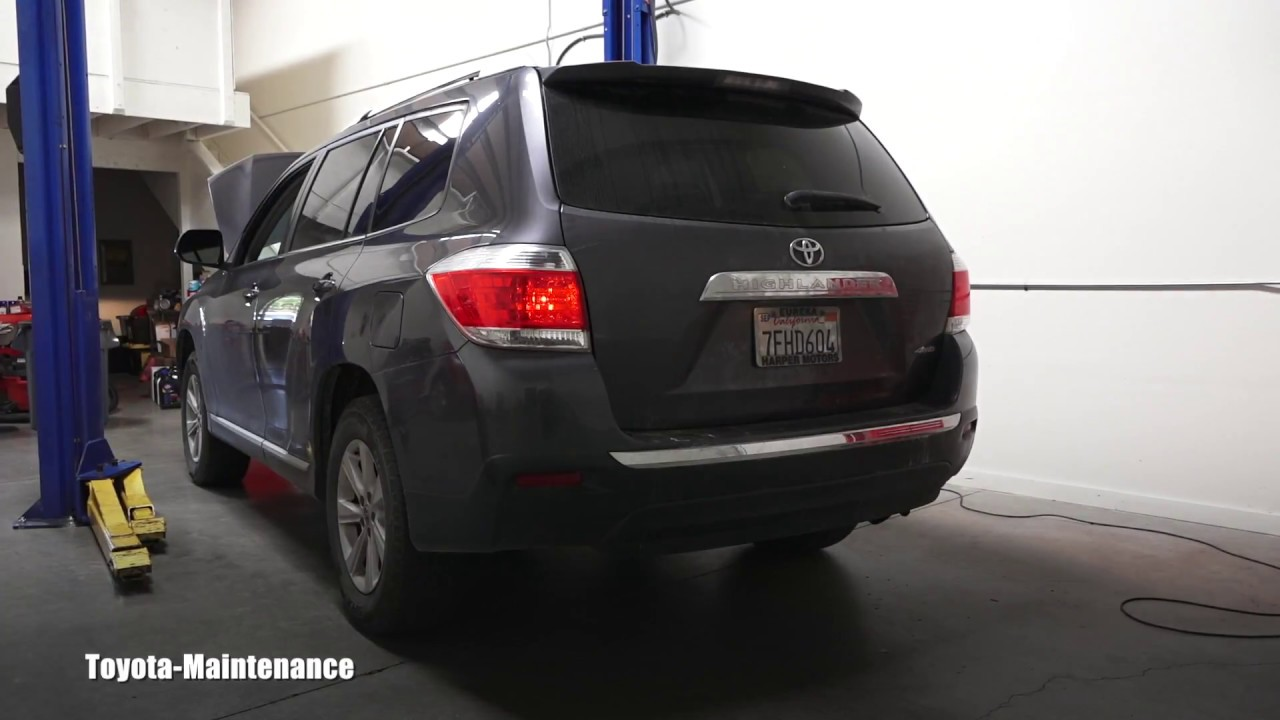 Toyota Highlander Tail Light Bulb Replacement