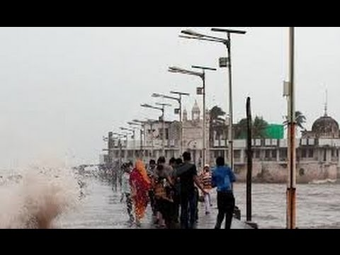 Mumbai on High Aleart: Haji Ali comes underwater (miracle video)