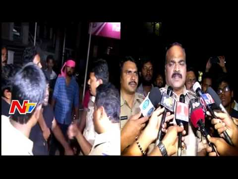 Police Beat Up Pawan Kalyan Fans over Protest at Theatre || Katamarayudu || Hyderabad || NTV
