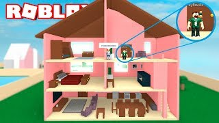 TRAPPED IN A HOUSE OF DOLLS ? Roblox en Español Rovi & Mel