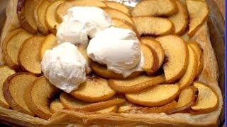 Пирог с персиками из слоеного теста./A cake with peaches
