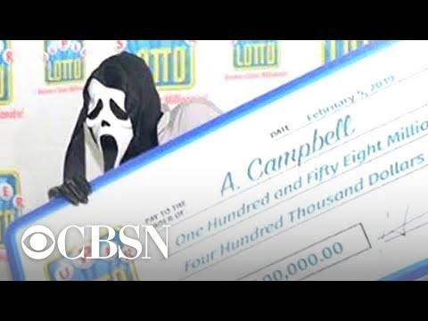 """Lottery winner wears """"Scream"""" mask to hide identity"""