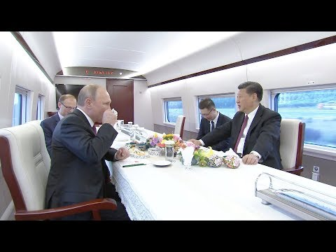 Chinese President Xi and Russian President Putin takes the CRH to Tianjin