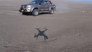 TOYOTA HILUX EN DESIERTO CON DRONE