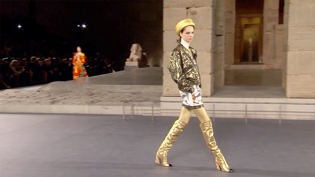 Chanel | Pre-Fall 2018/2019 Full Fashion Show | Exclusive 6