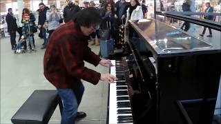 Boogie Woogie Piano Player Stuns Shoppers