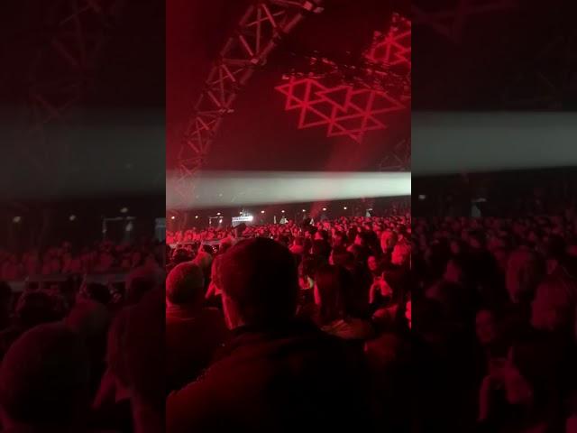 Mika invita i ragazzi dell'Orchestra Sanitansamble a salire sul palco