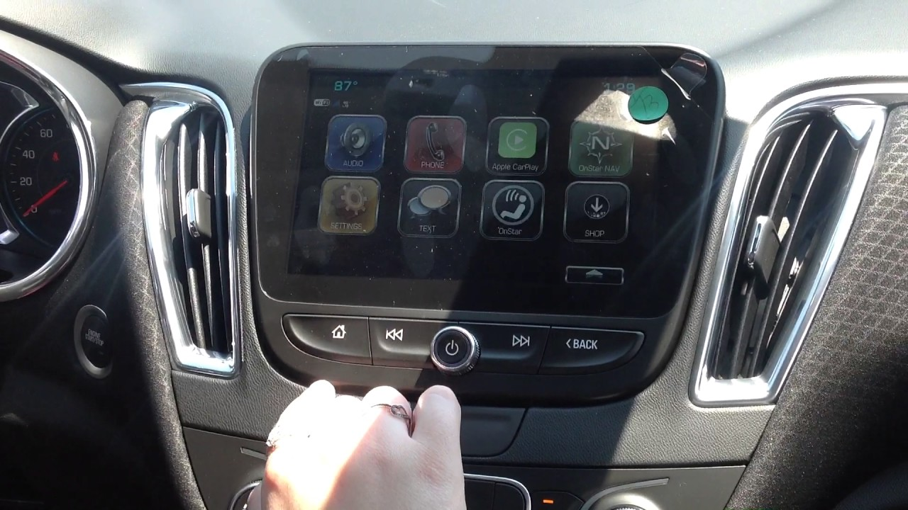 2018 Chevy Malibu Radio and Infotainment Demonstration Indianapolis, IN